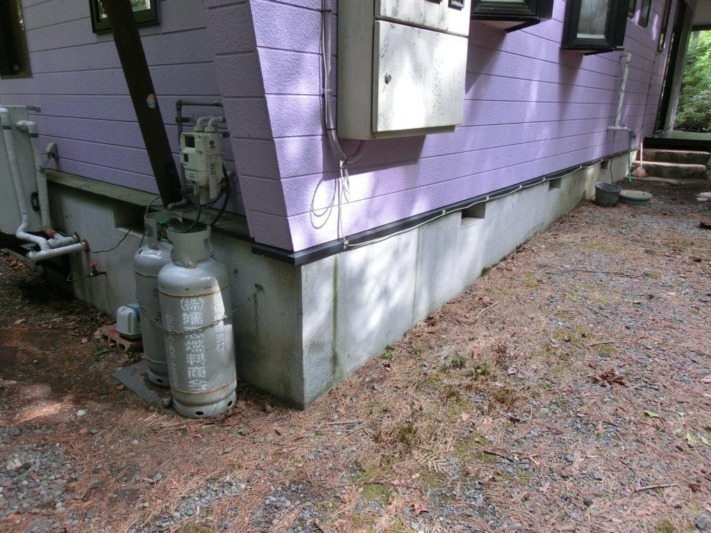 エアパス工法により建築されたコテージ建物外側からの調整