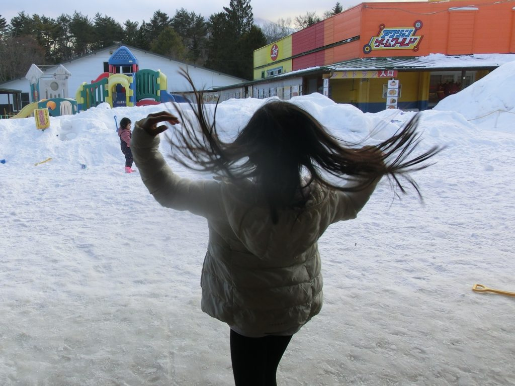 軽井沢おもちゃ王国で雪遊び