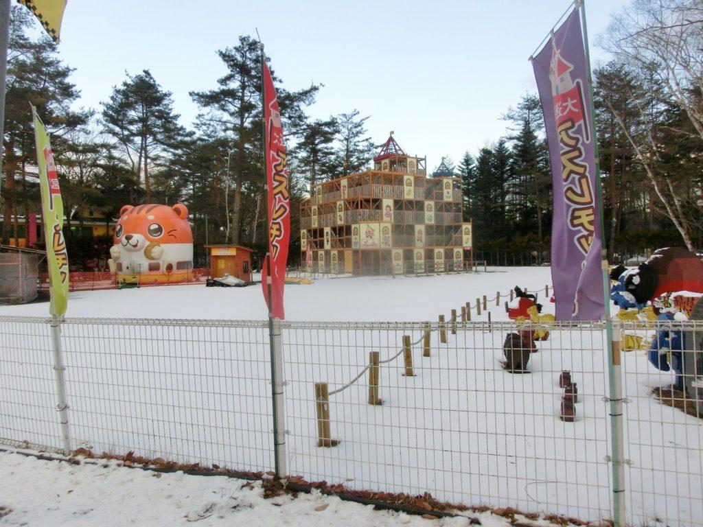 冬の軽井沢おもちゃ王国のアスレチック城