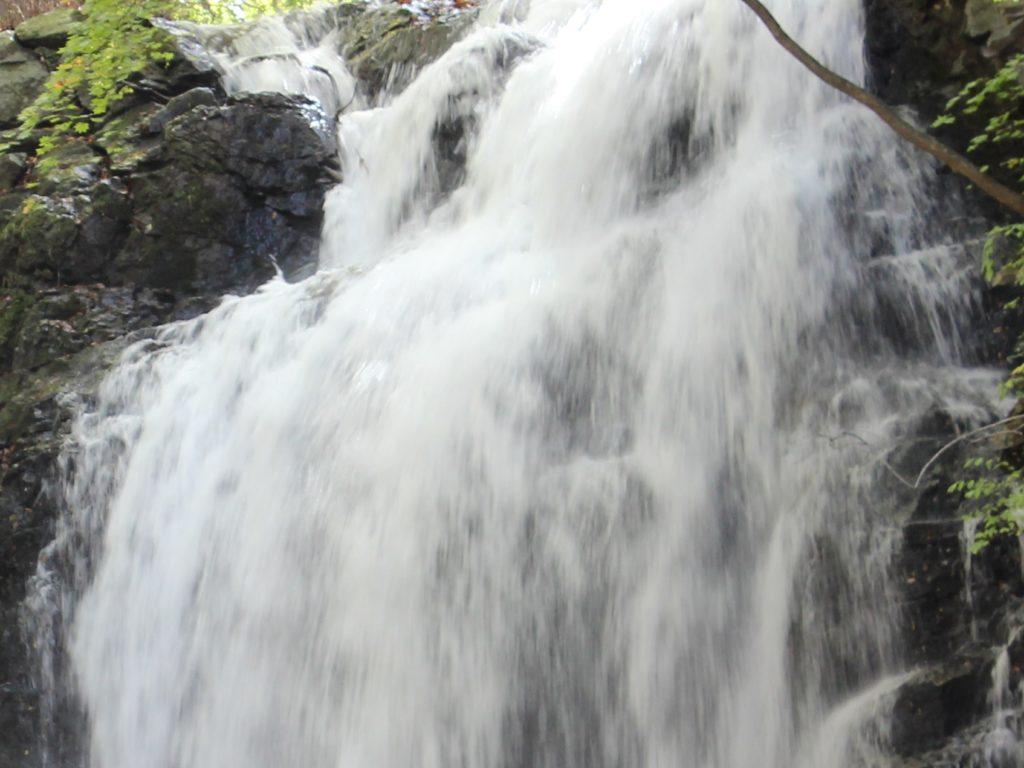 「浅間大滝」北軽井沢の観光スポット