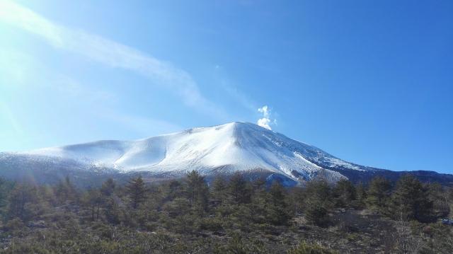 青空と浅間山のコントラスト