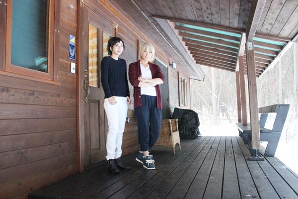 ログスィート「カール」の玄関前にてコスプレ撮影