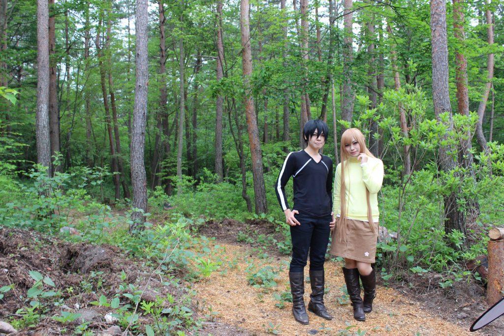 浅間高原のコテージの遊歩道前でコスプレ撮影