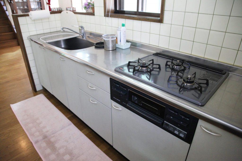 翠苑のキッチンスペース