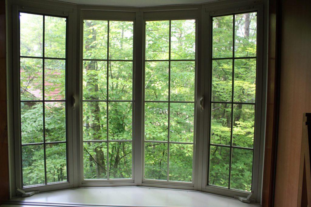 ロイヤルスィート「オーロラ」の和室の西側の出窓