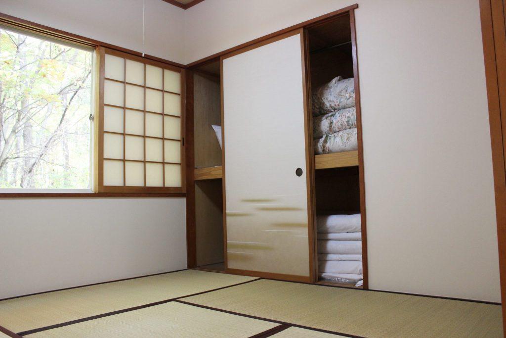 リビングと同じ空間で過ごせるロイヤルスィートの和寝室