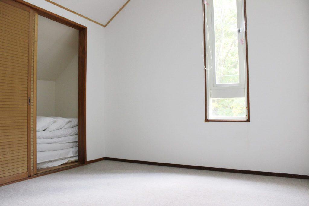 ロイヤルスィート「オーロラ」の縦長の窓