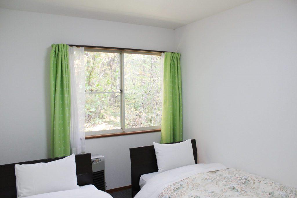 ルネス軽井沢の豪華なコテージ「オーロラ」のベッドルーム