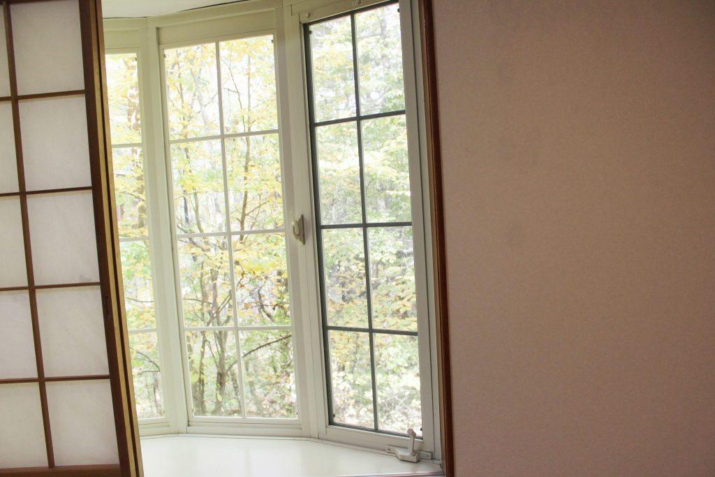 ロイヤルスィート「オーロラ」の和寝室の出窓