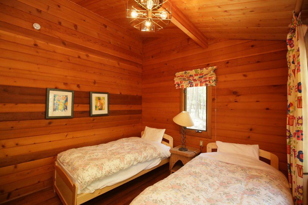 アンの西側ツインベッドルーム