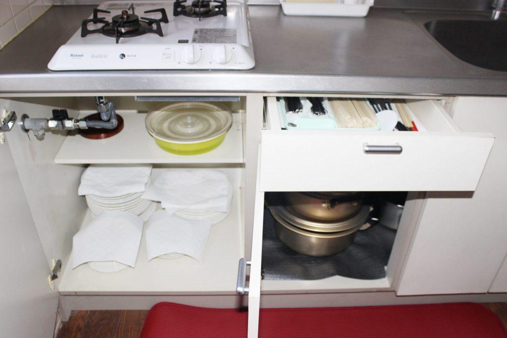 ロイヤルコテージ「エクセル」のキッチンの棚にあるもの