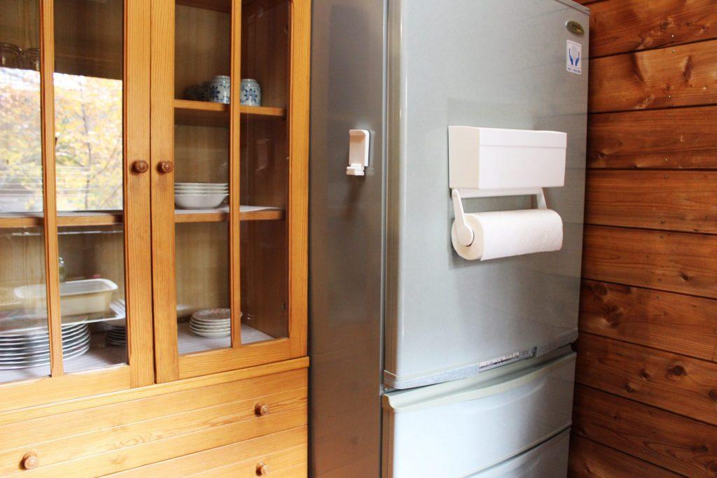 カンパニュラのキッチン食器棚と冷蔵庫