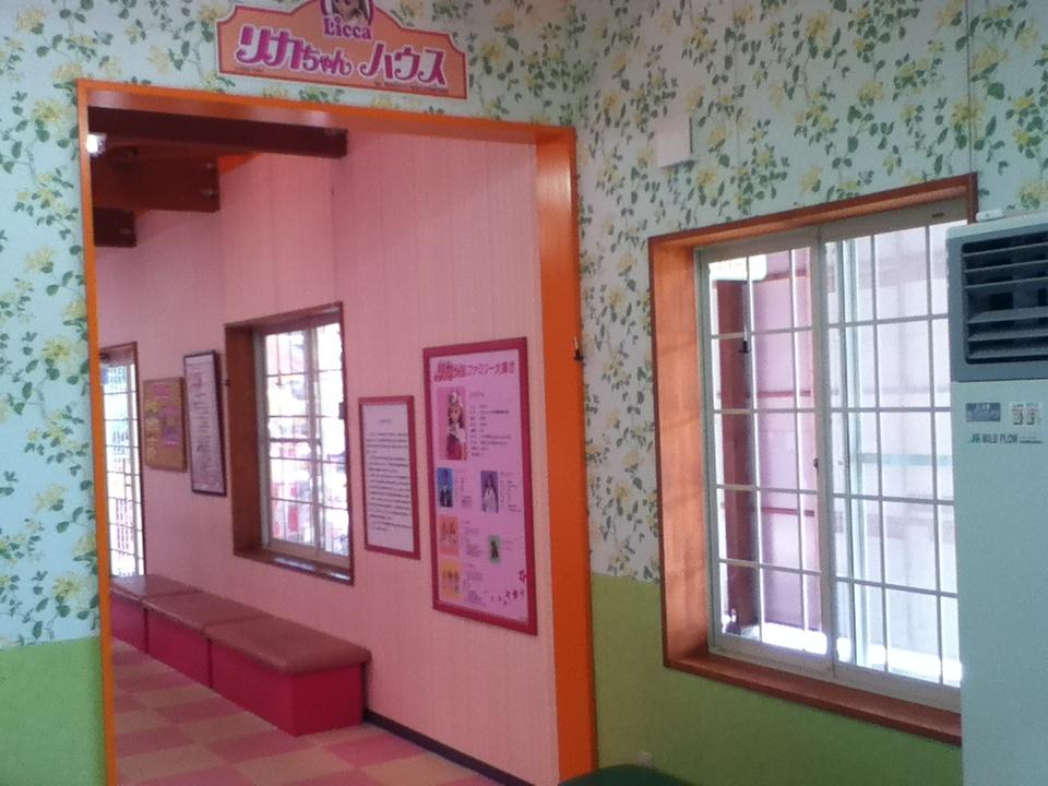 軽井沢おもちゃ王国のおもちゃの部屋は靴を脱いで遊べる