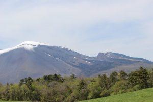 5月上旬の北軽井沢からの浅間山の眺め