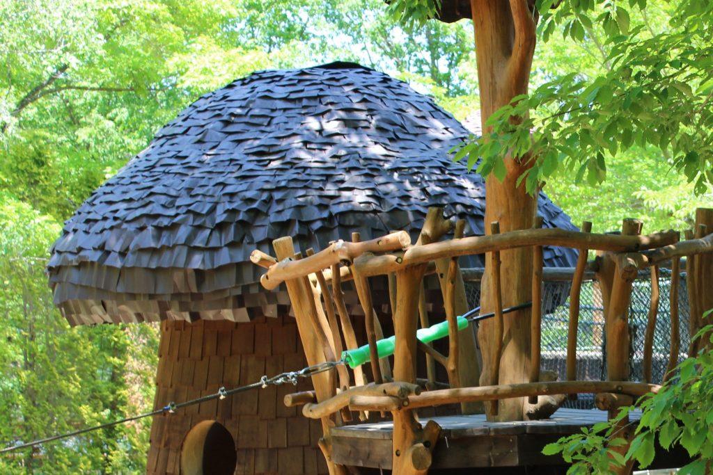 軽井沢おもちゃ王国のアスレチックエリアのキノコハウス