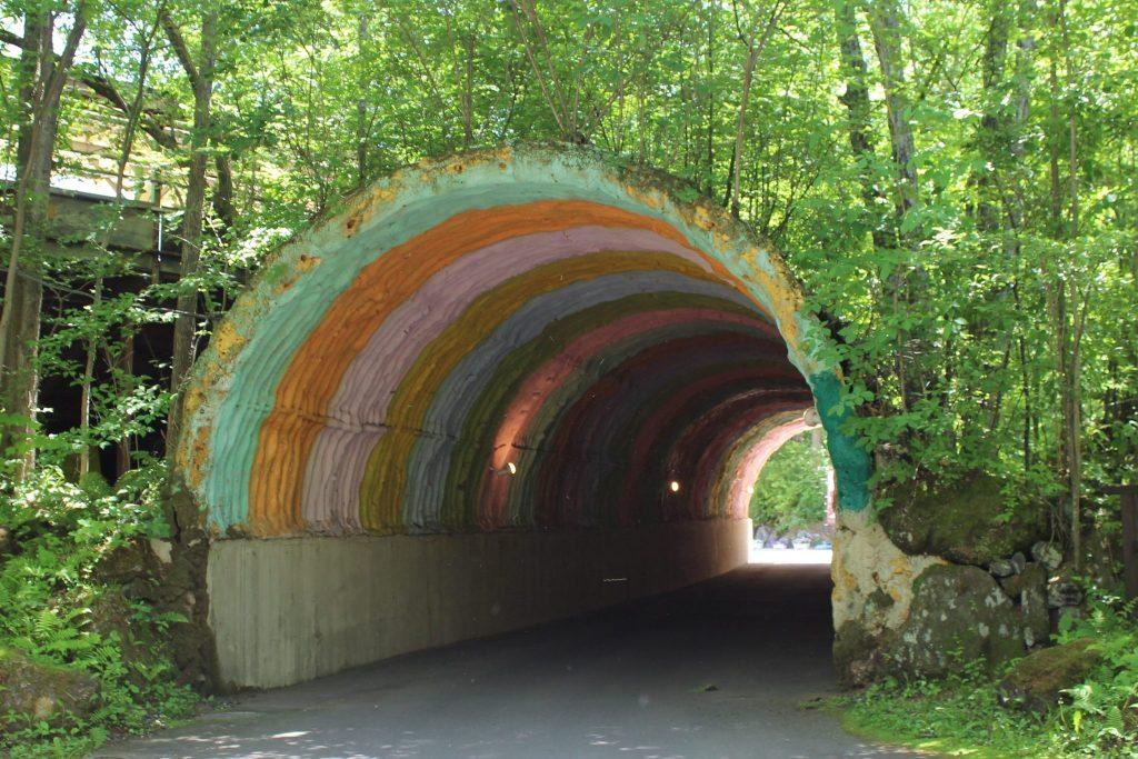 軽井沢おもちゃ王国の虹のトンネル