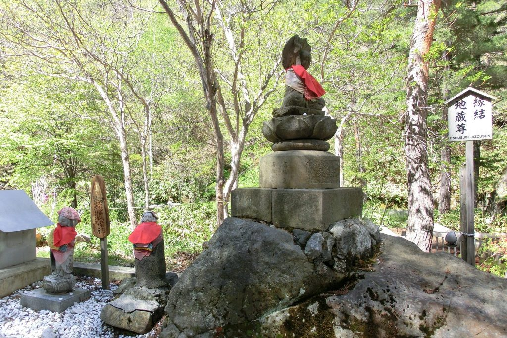 ルネス軽井沢から車で45分群馬県草津温泉西の河原公園縁結び地蔵尊
