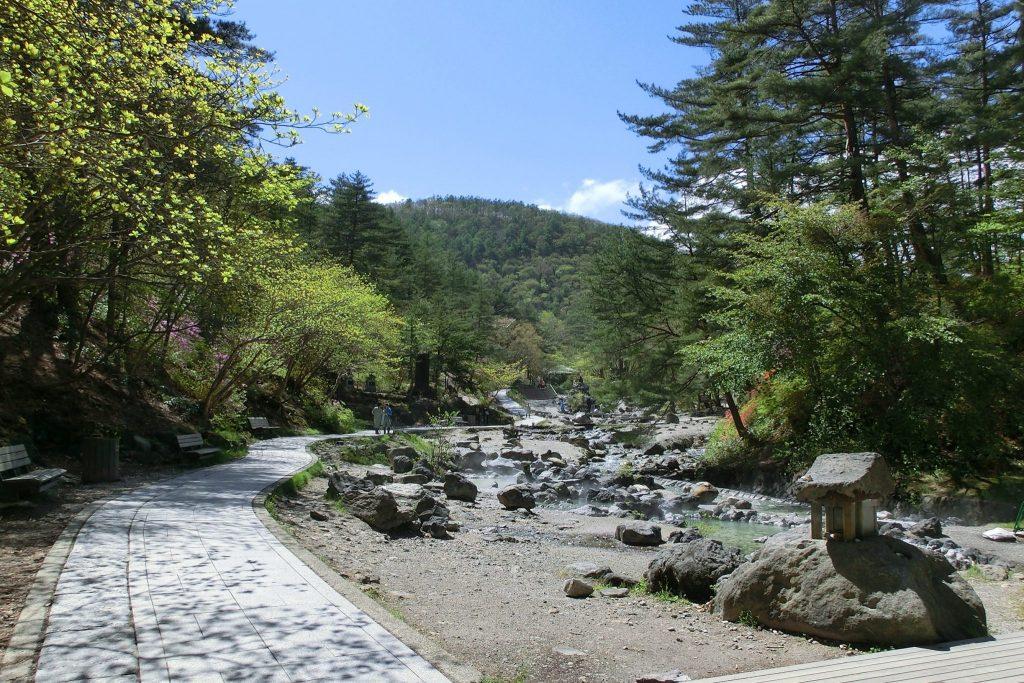 ルネス軽井沢から車で45分群馬県草津温泉西の河原公園湯の川散策
