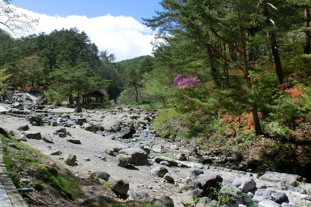 群馬県草津温泉西の河原公園温泉が湧き出し湯の川