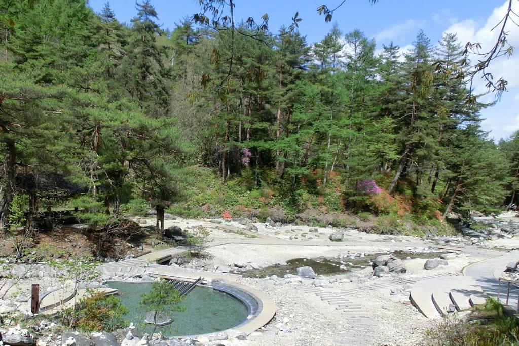 群馬県草津温泉西の河原素晴らしい景色の足湯