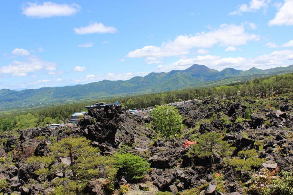 鬼押し出し園 溶岩の大地と浅間山の眺望
