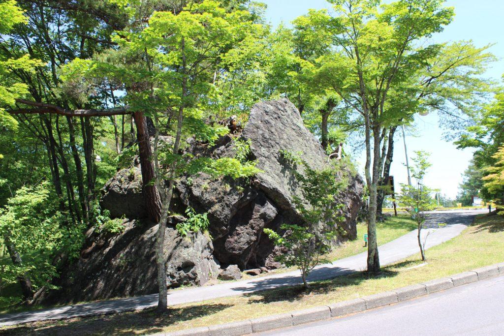 軽井沢おもちゃ王国の駐車場内遊歩道