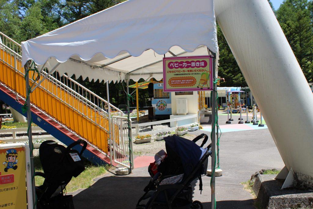 軽井沢おもちゃ王国の大観覧車利用者用ベビーカー置き場