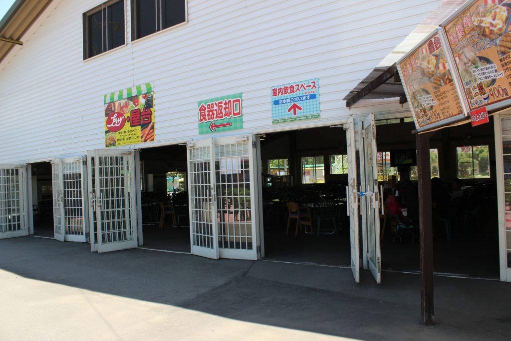 軽井沢おもちゃ王国の室内飲食スペース