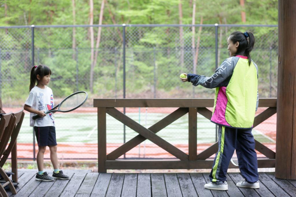 コテージに隣接のテニスコート(グレースのテラスにて)