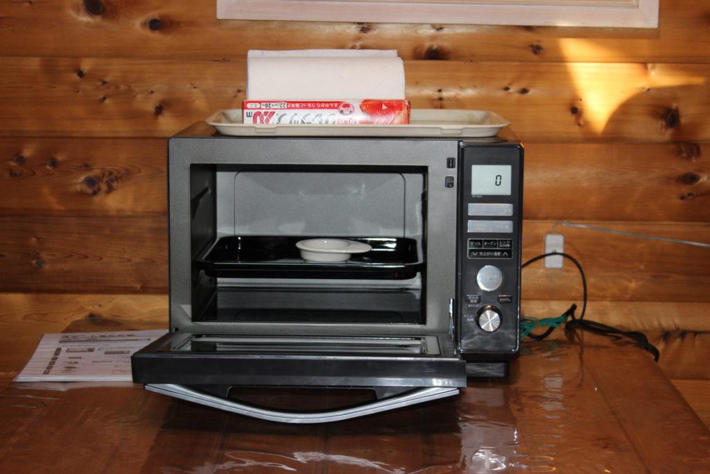 ログ調の「カール」のキッチンのオーブンレンジ