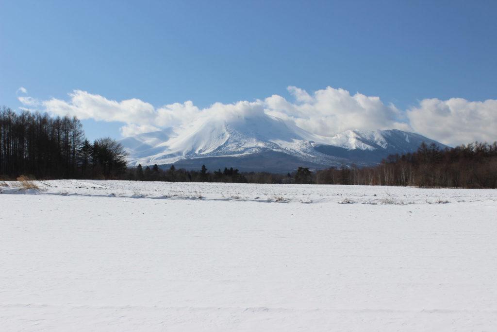 冬の浅間山を堪能する高原の雪遊び