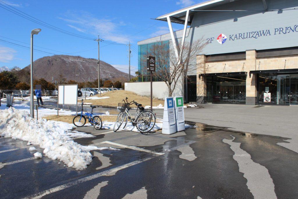 軽井沢アウトレットの駐車場