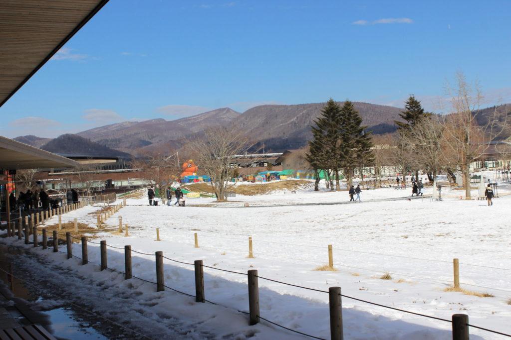 軽井沢アウトレット内のツリーモール