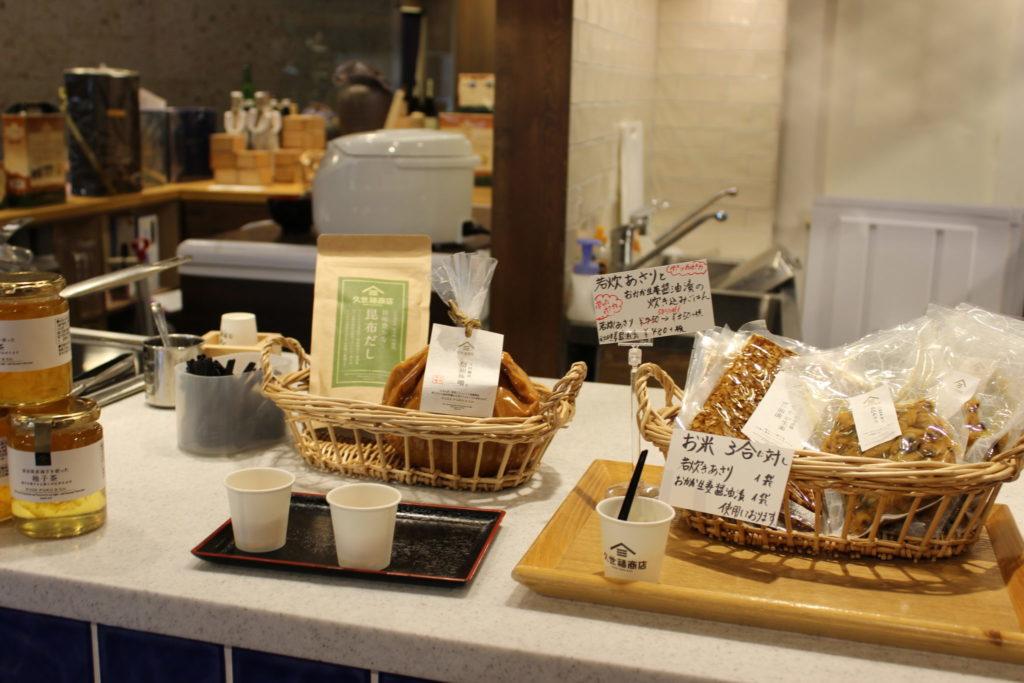 軽井沢アウトレットの久世福食堂店内の試食
