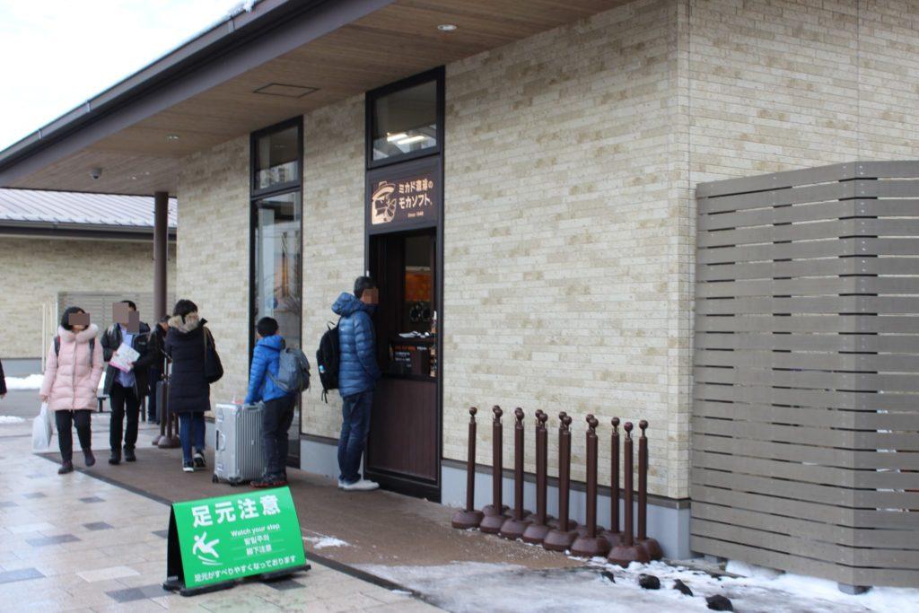 軽井沢アウトレット内のミカド珈琲店舗