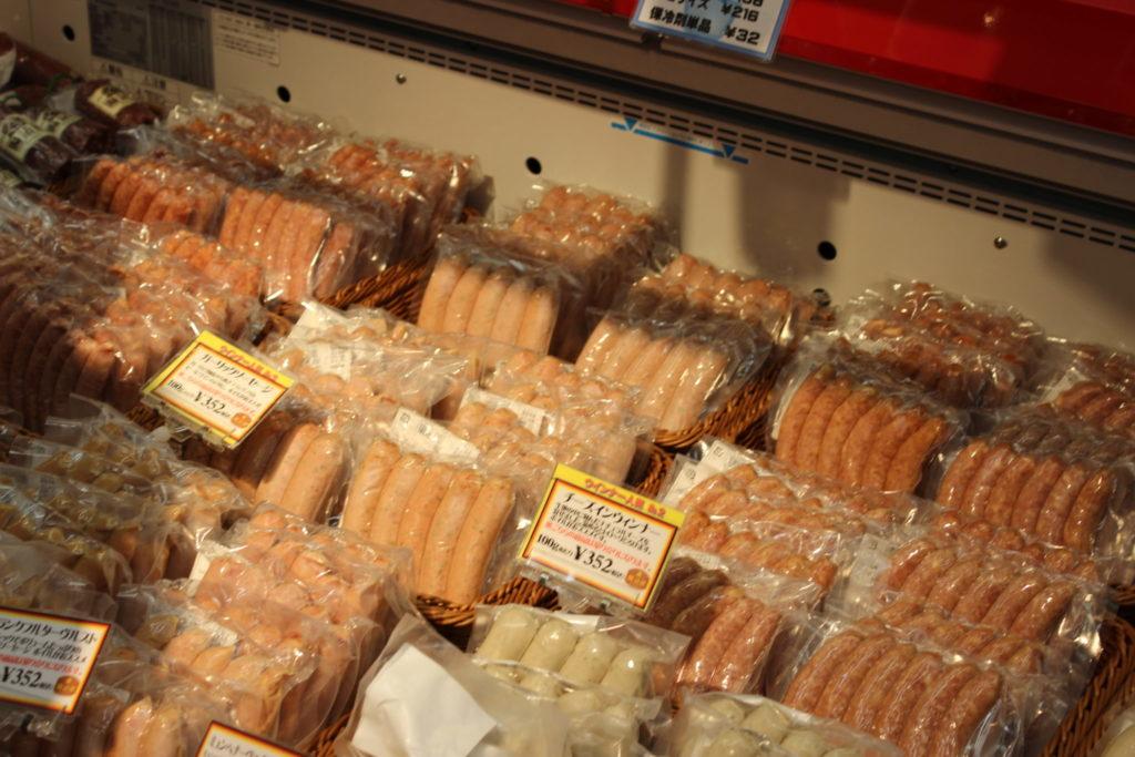 軽井沢アウトレットのニューウエストエリアの「ファーマーズギフト」店内にある「腸詰屋(ちょうづめや)」のソーセージ