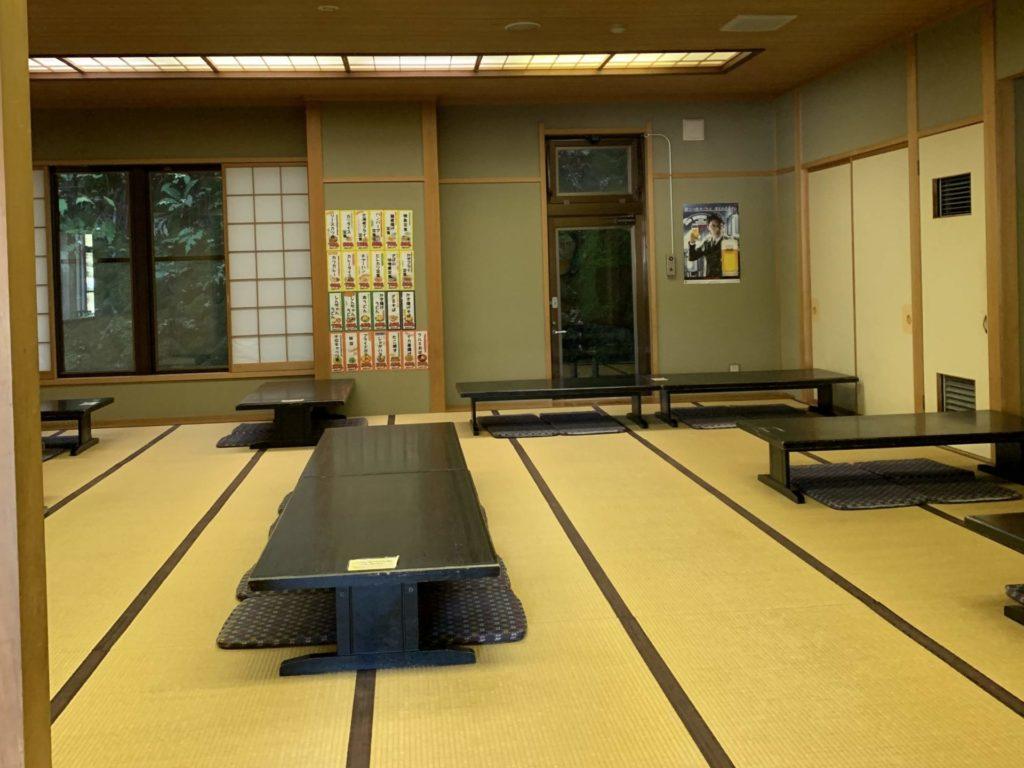 嬬恋高原温泉「つつじの湯」の休憩スペース「りんどうの間」