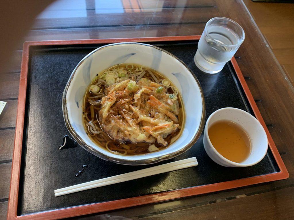 嬬恋高原温泉「つつじの湯」お食事メニュー「天ぷらそば」