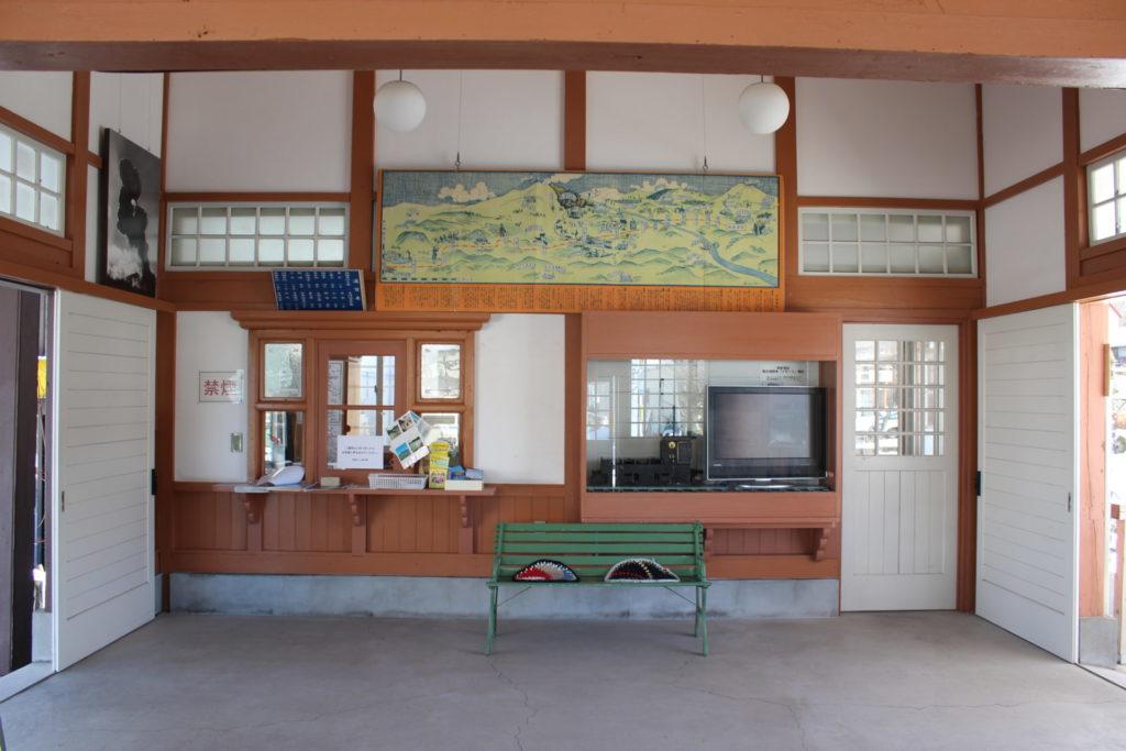 北軽井沢駅舎館内