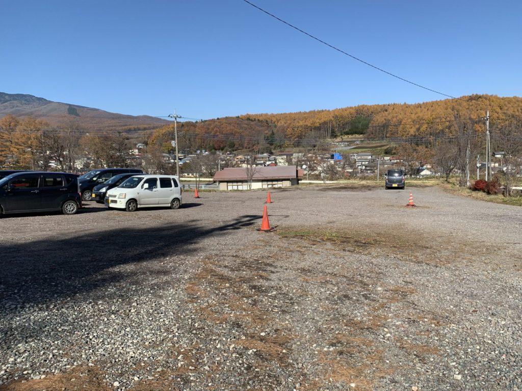 嬬恋高原温泉つつじの湯駐車場から見える秋の群馬県吾妻郡嬬恋村の紅葉