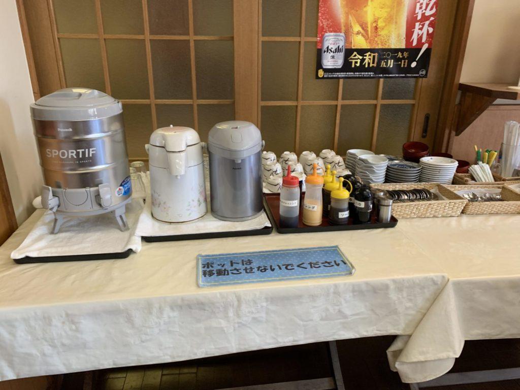 嬬恋高原温泉つつじの湯の食事処「調味料やお茶・水など」