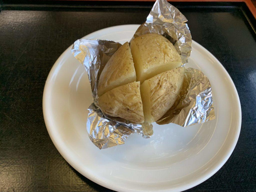 嬬恋高原温泉つつじの湯の施設内お食事処「つつじ苑」単品メニュー「じゃがバター」