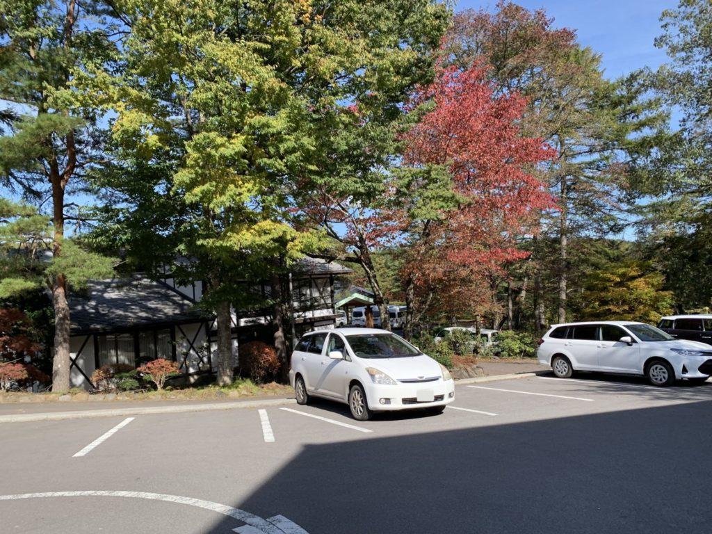 嬬恋高原温泉「つつじの湯」の駐車スペース