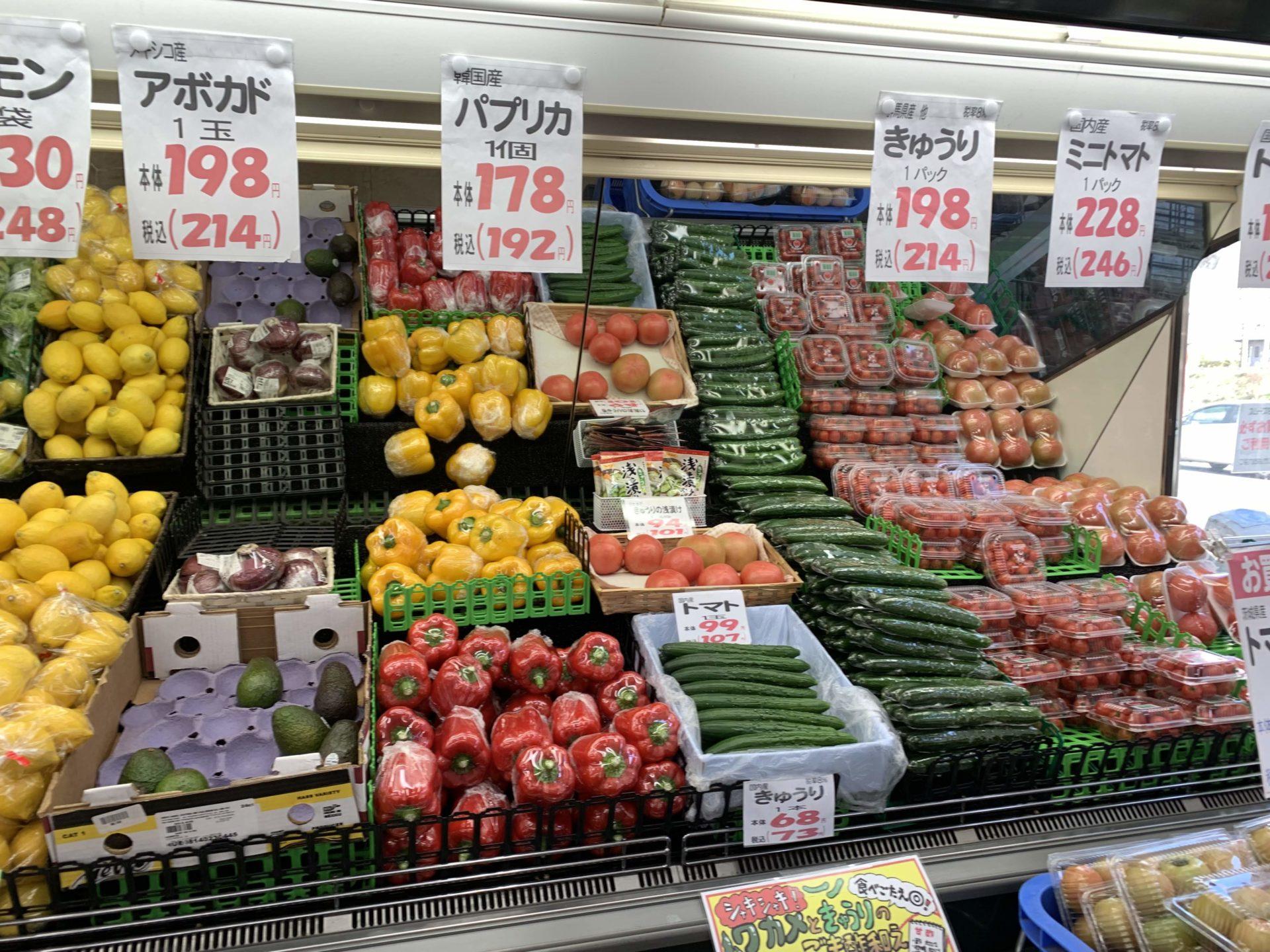 卸売センター「サンエイ」店内の生鮮野菜売り場