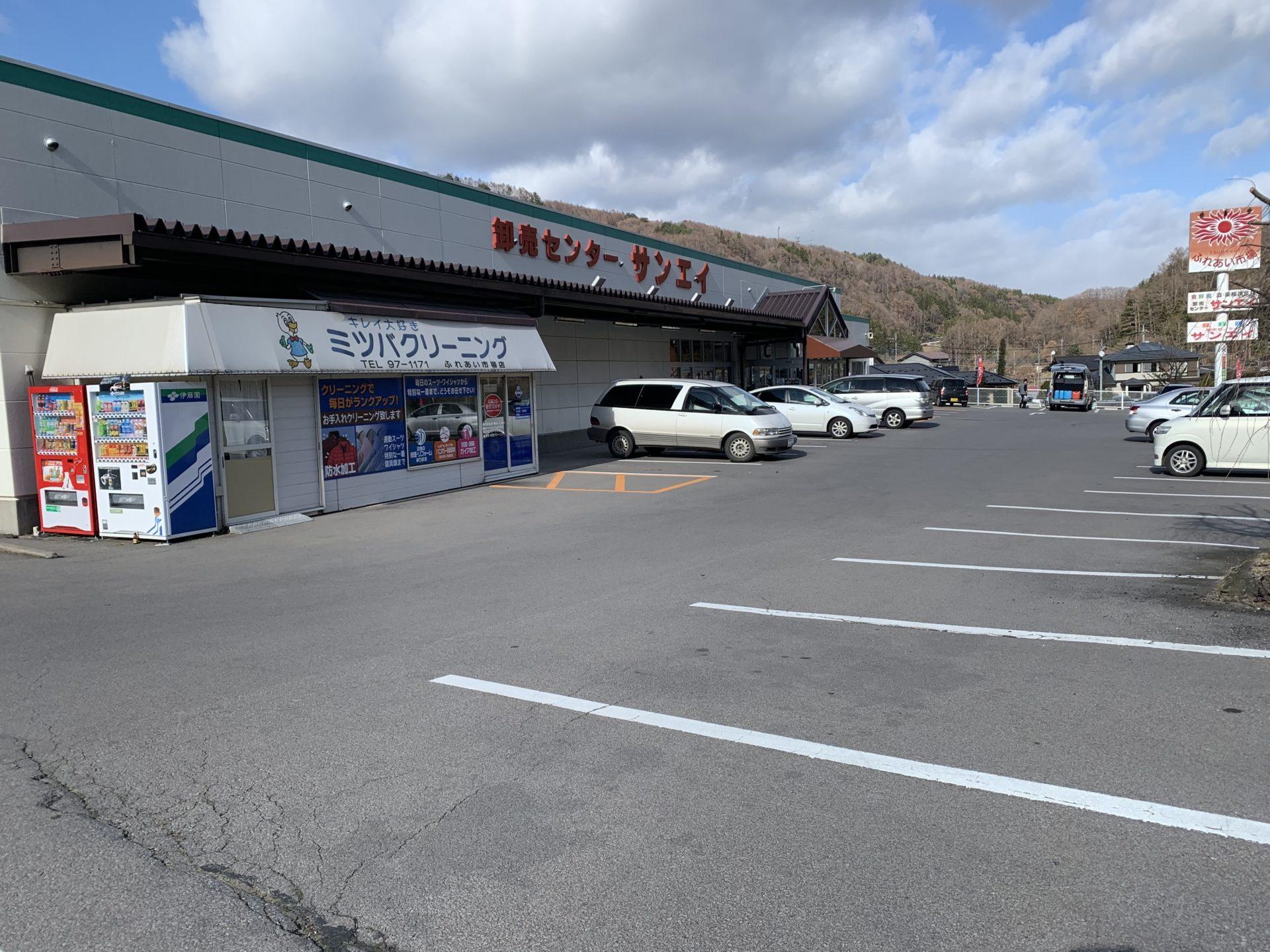 卸売センター「サンエイ」駐車スペース