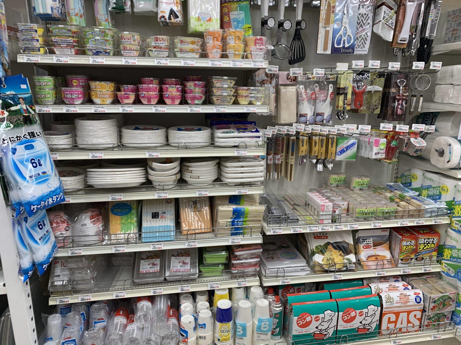 卸売センター「サンエイ」店内のバーべキュー関連用品
