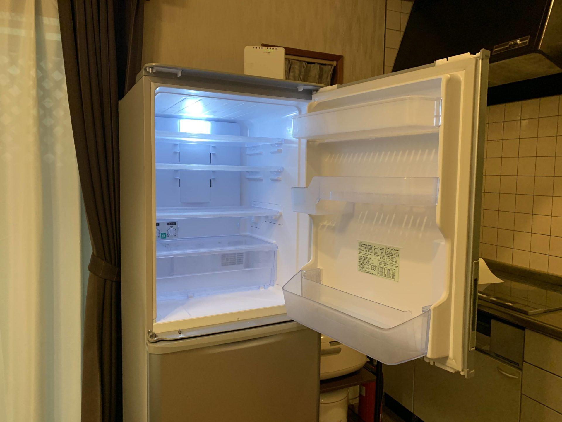 ルネス軽井沢コテージしおん星キッチンに両開き冷蔵庫入れました