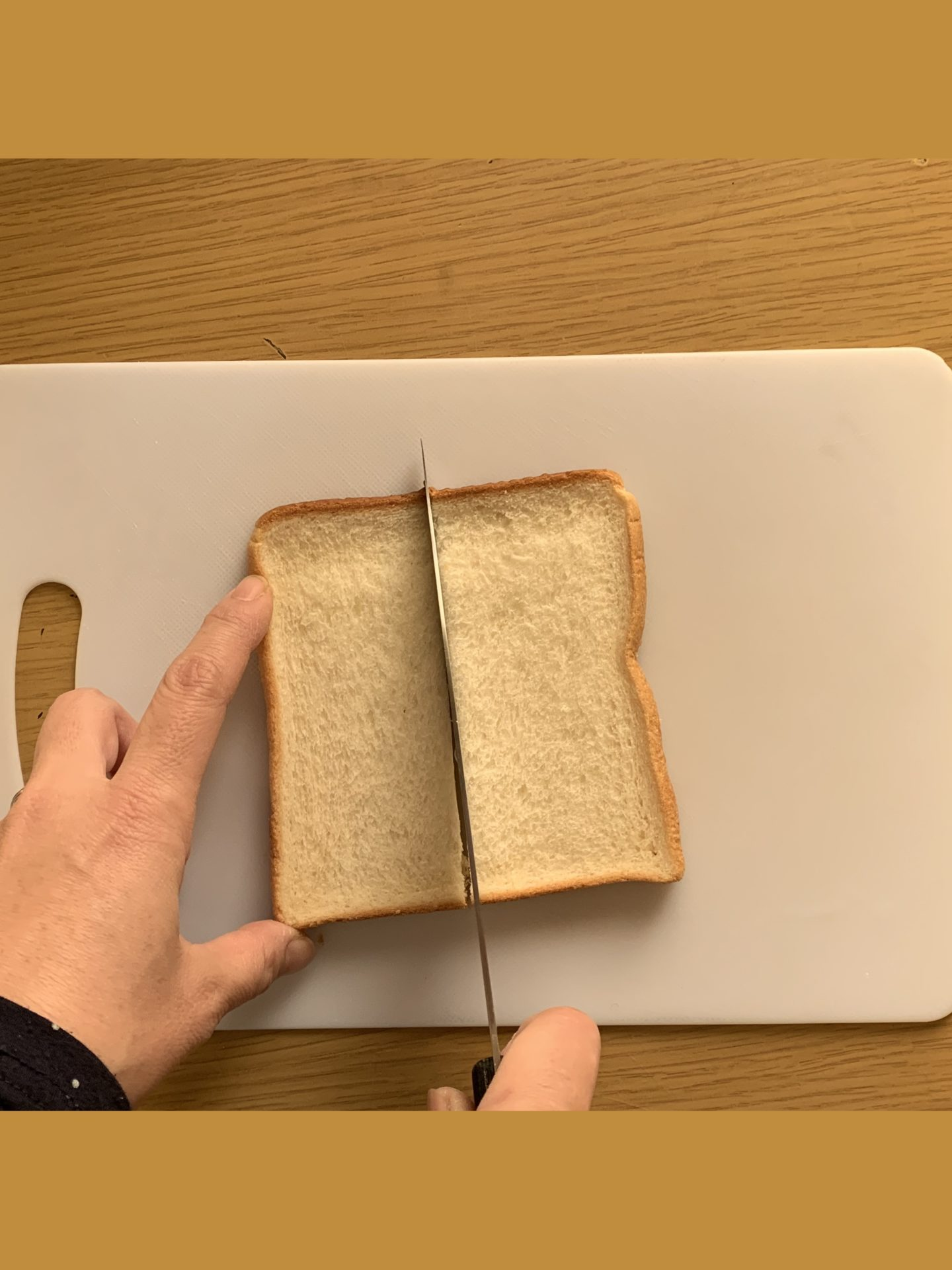 朝食トーストの食パンカット