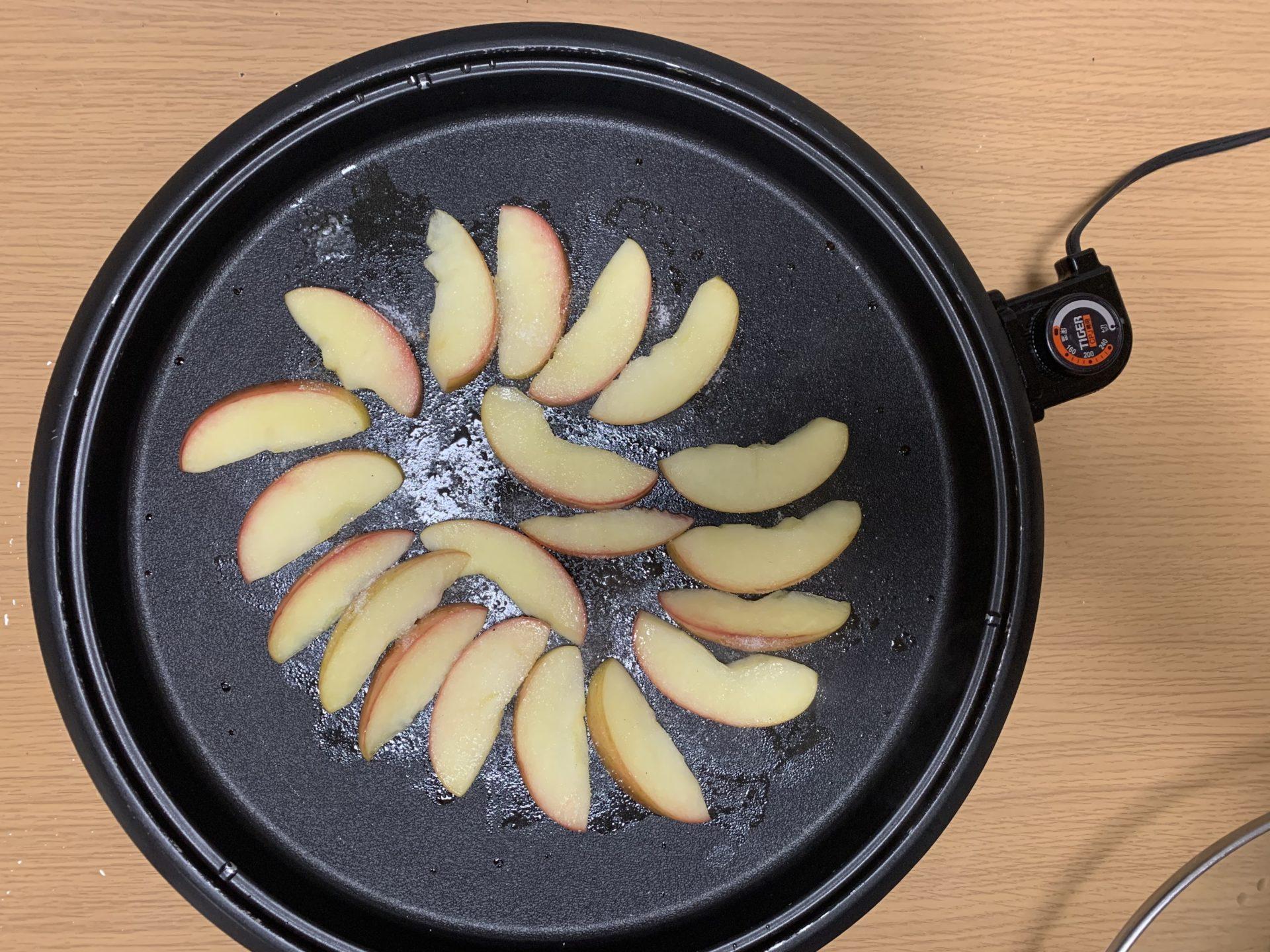 ホットプレートで焼きりんご