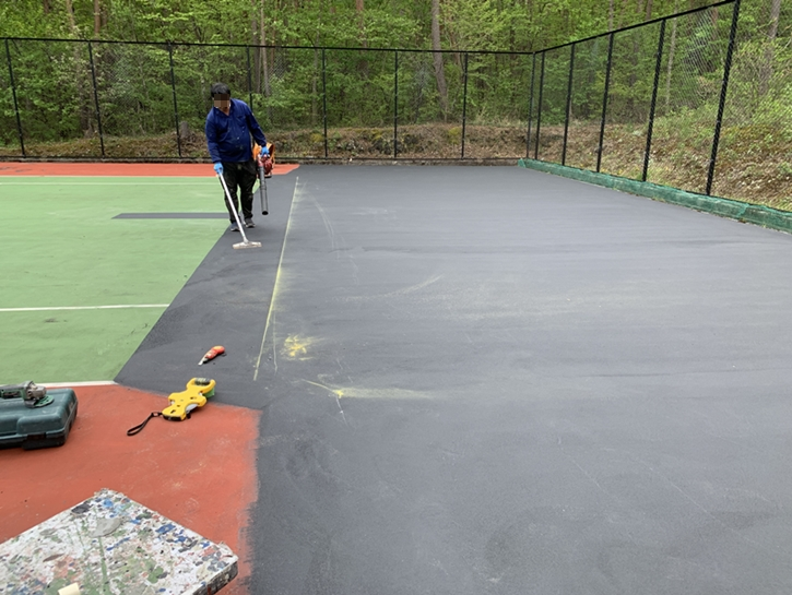 「ルネス軽井沢」コテージのテニスコート修繕工事